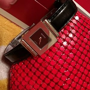 Authentic Ladies GUCCI 600L genuine leather watch for sale